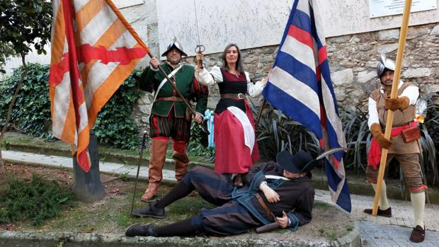 Recreación de la escena en la que María Pita abatió al alférez inglés