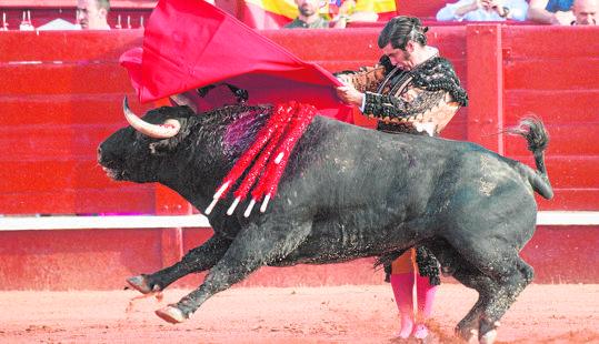Morante de la Puebla, en el inicio de faena