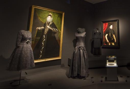 La Corte de Felipe II se tiñó de riguroso negro; también los trajes de Balenciaga