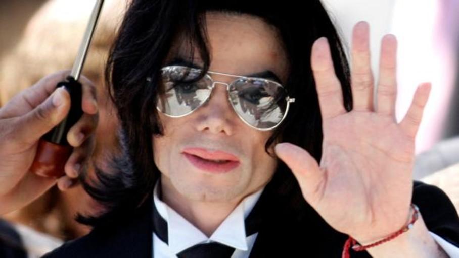 Drogas, notas y una muñeca espeluznante: revelan imágenes inéditas de la habitación donde murió Michael Jackson