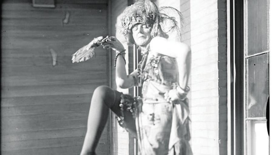 La baronesa que se hizo famosa en Nueva York por posar desnuda en la calle