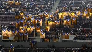 Esteladas en el Camp Nou durante el Barça-BATE de Champions