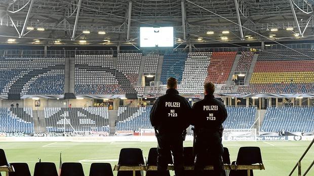 41db9c693b El riesgo de un ataque con explosivos cancela el Alemania-Holanda