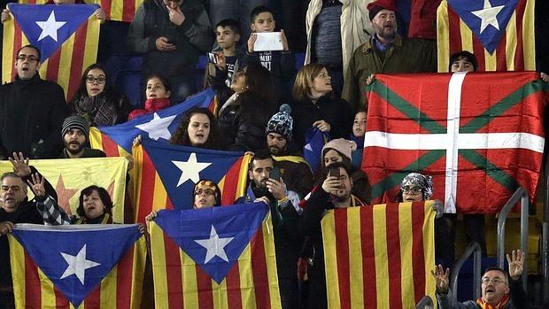Poco público en el Cataluña-Euskadi