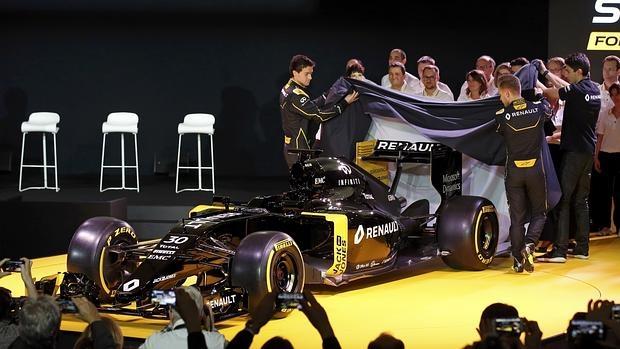 almer y Magnussen, los pilotos de Renault, destapan el nuevo coche