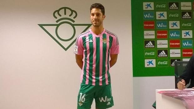 camiseta del betis rosa y verde