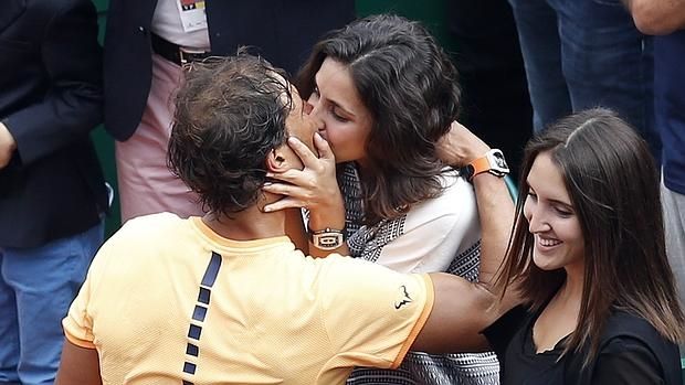 Nadal besa a su novia al ganar en Montecarlo