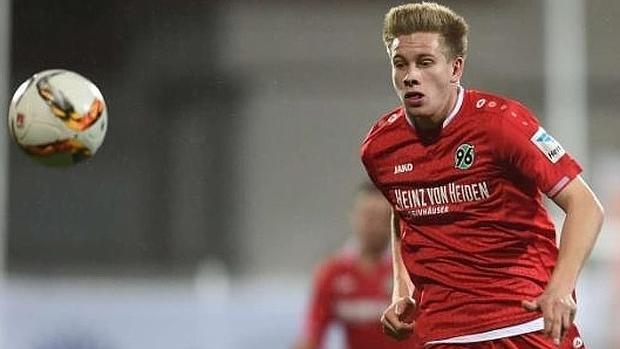 Niklas Feierabend, el jugador del Hannover muerto en un accidente de tráfico