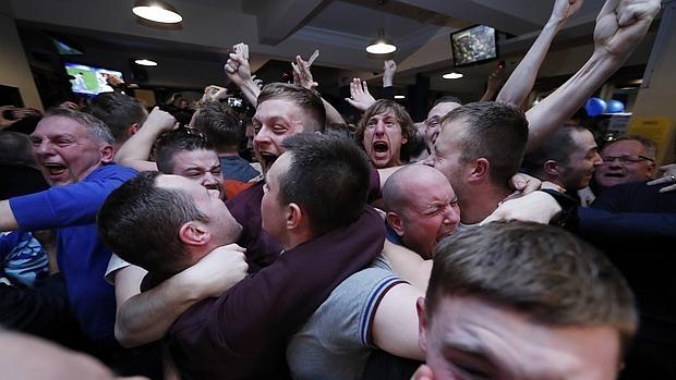 Aficionados del Leicester celebran la conquista de su primera liga