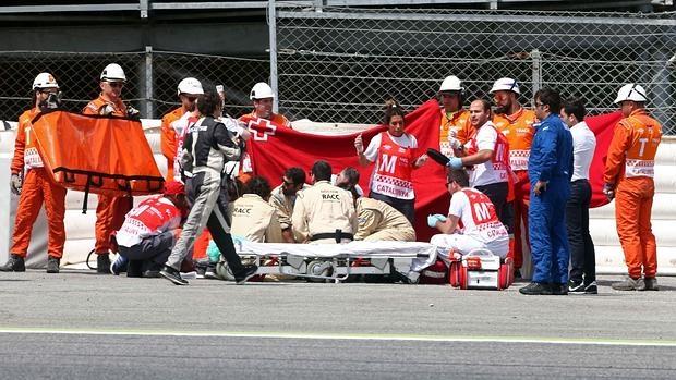 Los médicos del circuito atienden a Salom poco después de su accidente