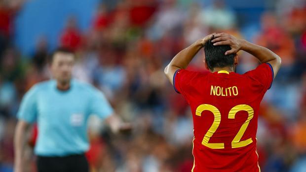 Nolito se lamenta durante el partido frente a Georgia