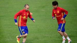 Iniesta, Piqué y Silva, los mejores; Cesc, suspenso