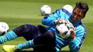 Buffon, sin debate y sin relevo