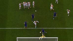 Y todos mirando en el gol...