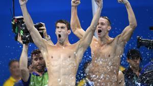 Phelps se une a una noche mágica de la piscina de Río