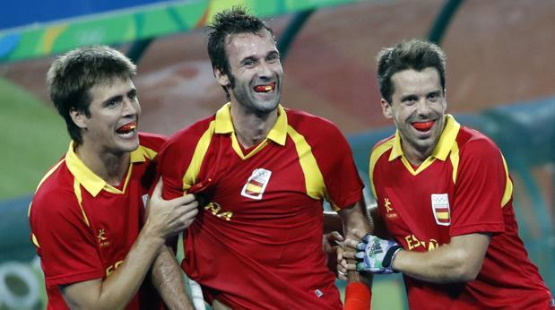 Álex Casasayas, David Alegre y Marc Salles celebran el gol ante Australia