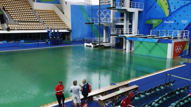 Rio 2016 salto de trampol n caos en la piscina de saltos for Trampolines para piscinas