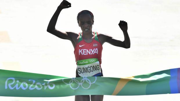 Una keniana gana por fin un maratón olímpico