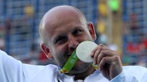 Dona la medalla que ganó en Río para ayudar a un niño enfermo de cáncer