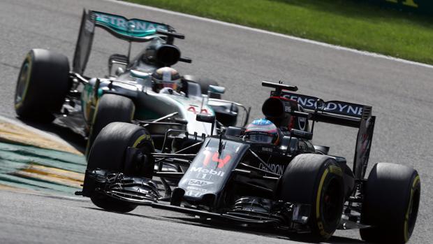 Fernando Alonso compitiendo en el Gran Premio de Bélgica