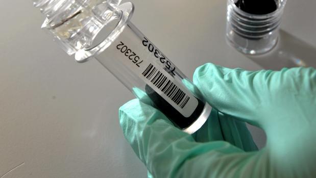 Muestras de sangre en un laboratorio antidopaje de Lausana