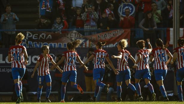 Las jugadores del Atlético celebran el triunfo