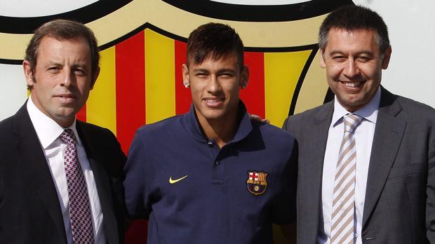 Rosell, Neymar y Bartomeu, el día de la presentación de la estrella brasileña
