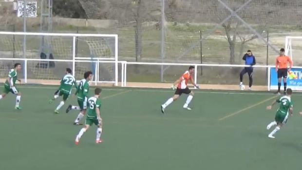Salva, autor del tanto, celebra su gol
