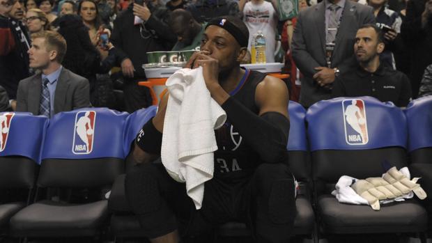 Paul Pierce, en el banquillo de los Clippers, fue aclamado en el TD Garden
