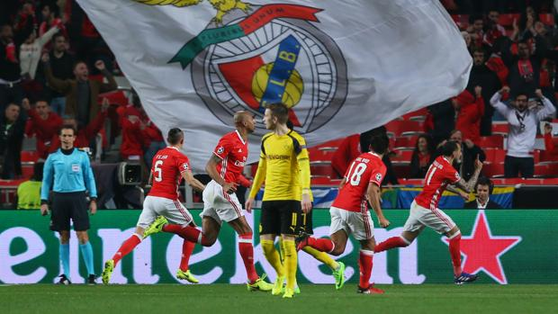 Resultado Benfica-Borussia Dortmund:  Una noche aciaga de Aubameyang da opciones al Benfica