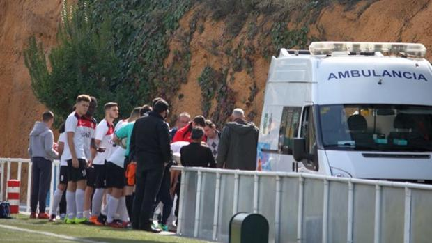 La ambulancia en la que fue evacuado el jugador de La Cañada