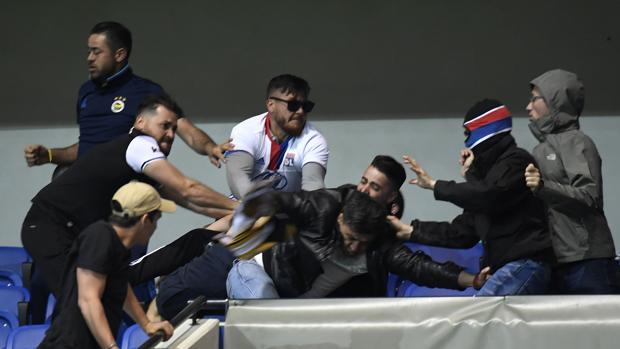 Europa League: Una pelea entre ultras pospone el Lyon-Besiktas