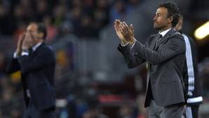 Luis Enrique aplaude a sus jugadores durante el partido mientras Allegri da instrucciones
