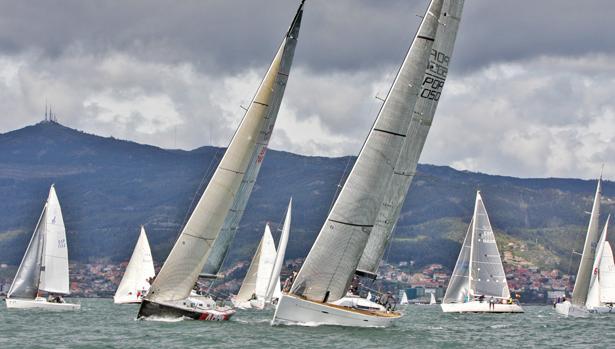 25 barcos se disputan el Trofeo de Invierno en la ría de Vigo