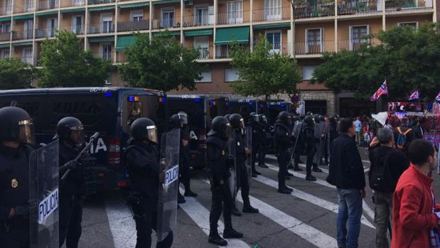 Atlético-Real Madrid:  Varios heridos en una batalla campal junto al Calderón