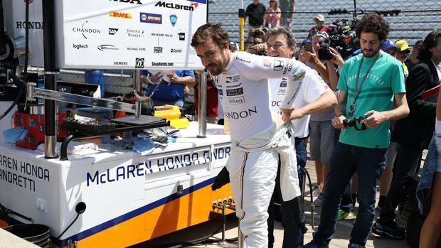 Alonso: «De la F1 a este coche me he adaptado en una curva»