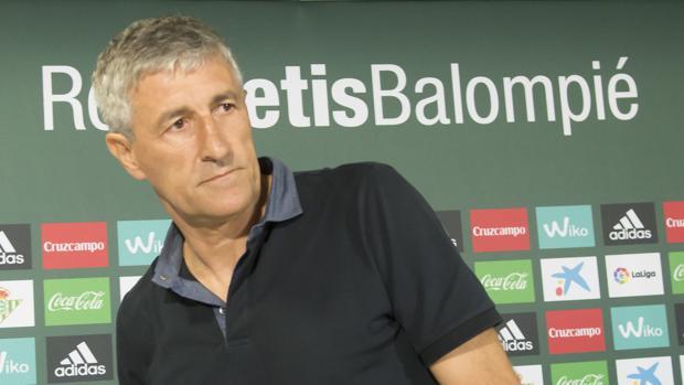 El nuevo entrenador de Betis, Quique Setién, durante su presentación