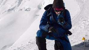 Kilian Jornet supera su gesta y corona de nuevo el Everest en solo 17 horas