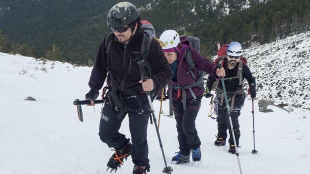Los montañeros, con la barra direccional