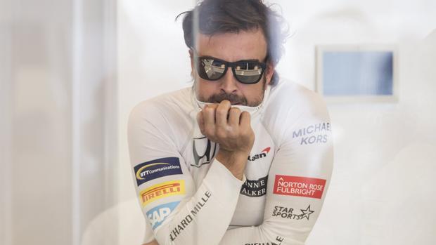 Fernando Alonso, en el garaje de McLaren en Canadá