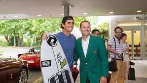 Rafa Cabrera hizo surf en la ola artificial de Múnich y se encontró con Sergio García en el hotel