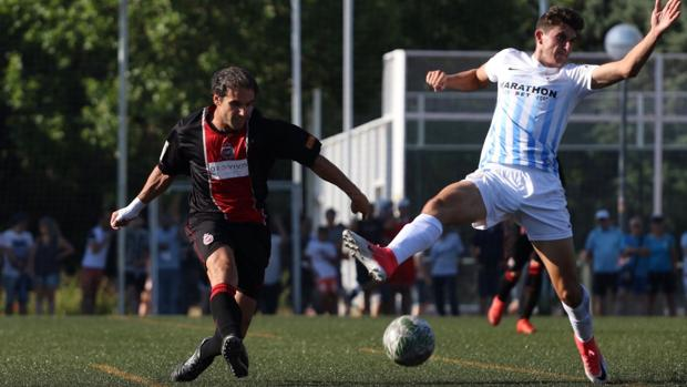 Partido entre el Adarve y el Atlético Malagueño jugado en el Barrio del Pilar