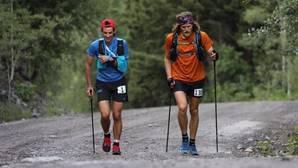 Kilian Jornet lidera la carrera con el brazo en cabestrillo