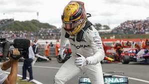 Lewis Hamilton celebra su victoria en SIlverstone