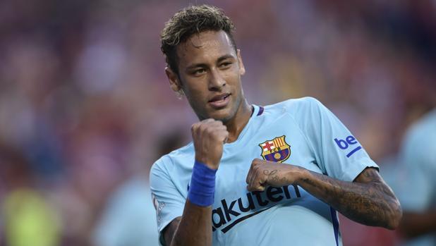 Fútbol Neymar celebra el gol que le marcó al Manchester United durante la  primera parte del partido 177075290f4be