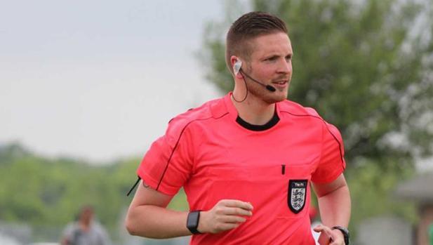 Ryan Atkin, el árbitro inglés que ha declarado su homosexualidad