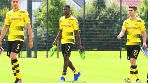 Dembélé con sus ccompañeros del Borussia Dortmund