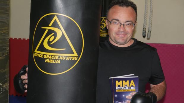 El onubense Diego Ortiz presenta su libro «MMA, una historia de éxito»