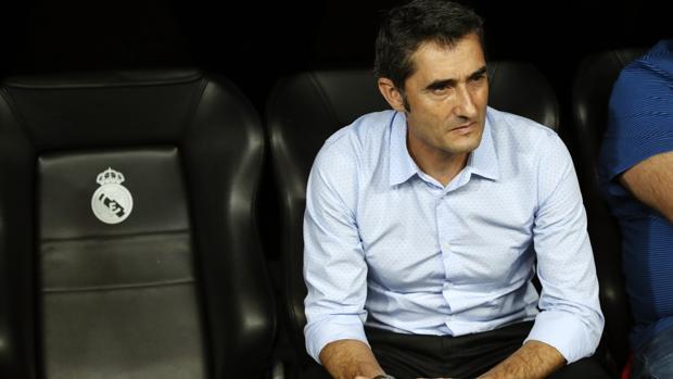 Ernesto Valverde en el banquillo del Bernabéu
