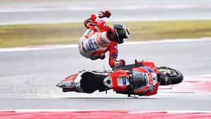 Jorge Lorenzo se va al suelo durante el GP de San Marino